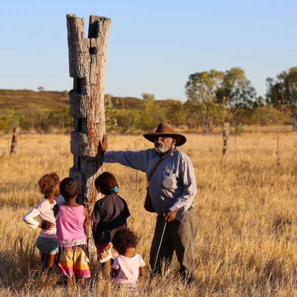 Ronnie Wavehill Wirrpngayarri Jangala (Gurindji people) with karu (girl children) at Malyalyimalyalyi/Lipanangku (original Wave Hill Station, 1883–1925), dusk, 7 July 2015