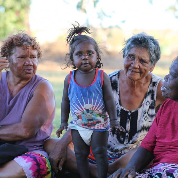 Cathy Wardle, little boy, Pauline Ryan Namija, Connie Ngarmeiye Nangala, Wajarra performance, Karungkarni Art and Culture Aboriginal Corporation, Kalkaringi, 19 October 2015
