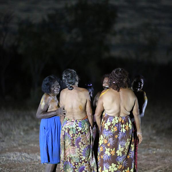 Topsy Dodd Ngarnjalngali Nangari, Pauline Ryan Namija and other women, Women's Wajarra Project, Jinparrak (Old Wave Station), 18 August 2016